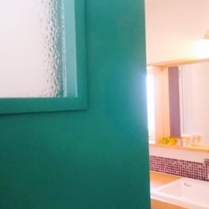 ベンジャミンムーア塗装の木製ドア